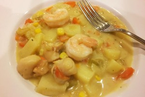 "Sally's Garlic Scallop & Prawn Chowder Ingredients: 1 tsp garlic (4 cal)  1/2 onion (30 cal) 1 medium carrot (approx. 60g), finely chopped (25 cal) 1 stick celery (approx. 12""), finely chopped (10 cal) 2 medium potatoes (approx. 400g), peeled, roughly chopped (308 cal) 2 cups Vegetable stock (30 cal) 2 tbs plain flour (70 cal) ½ cup frozen corn (67 cal) 100g prawns (approx. 10) (89 cal) 100g scallops (approx. 10) (95 cal) 80ml Lite coconut milk (60 cal)"